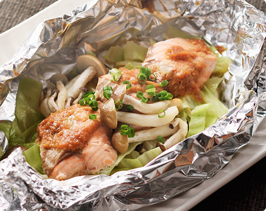 フライパン1つで!鮭の味噌バターホイル焼き